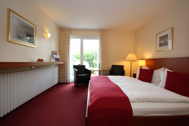 zimmer hotel hafen b sum. Black Bedroom Furniture Sets. Home Design Ideas
